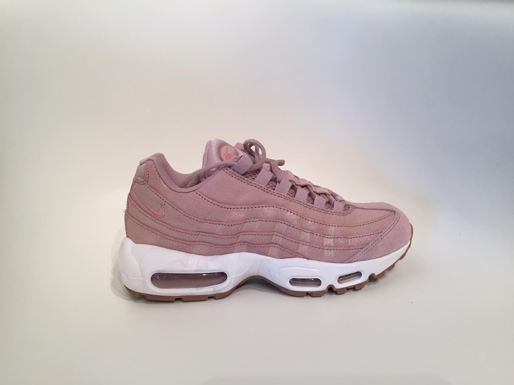 sneakerpiconly