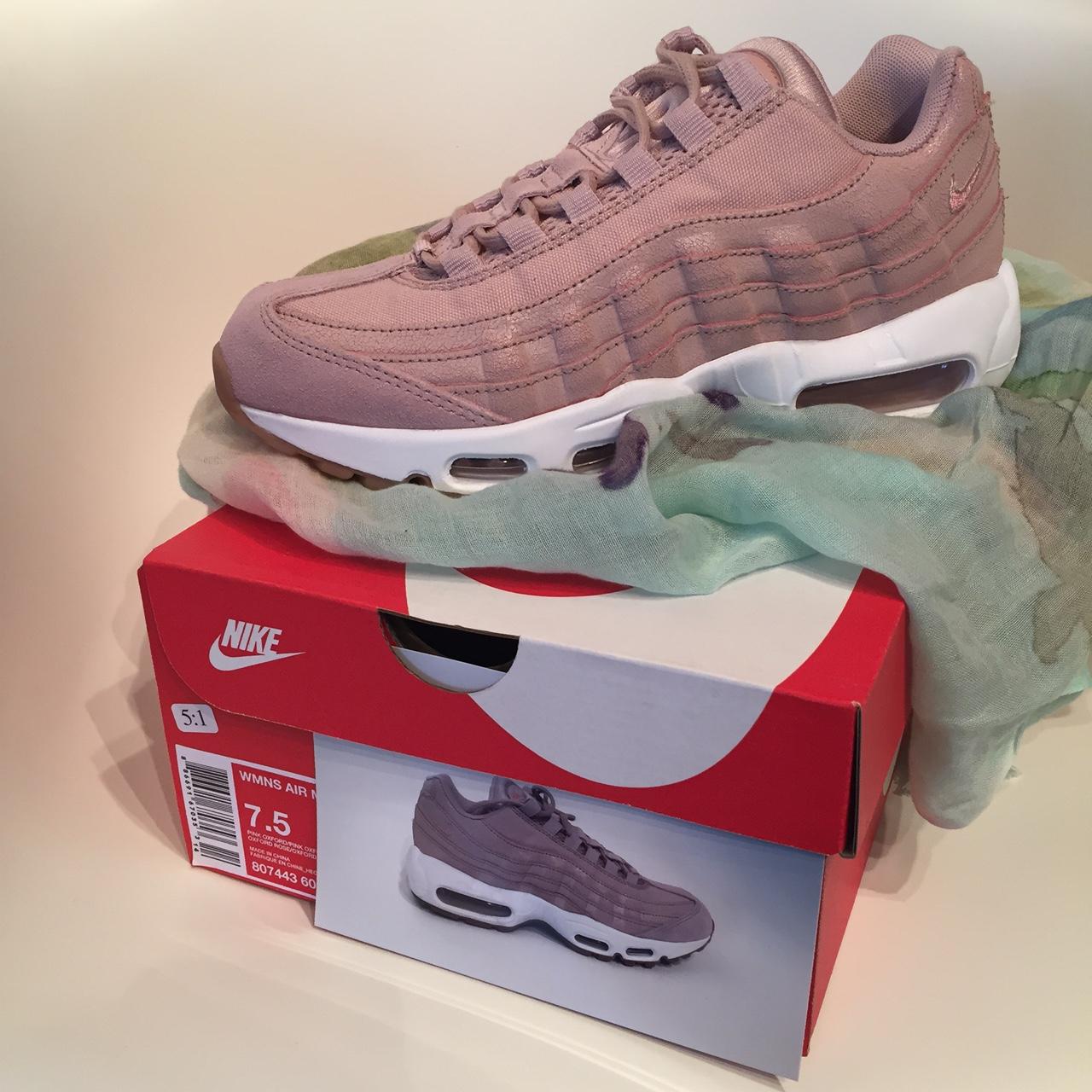 sneaker-box