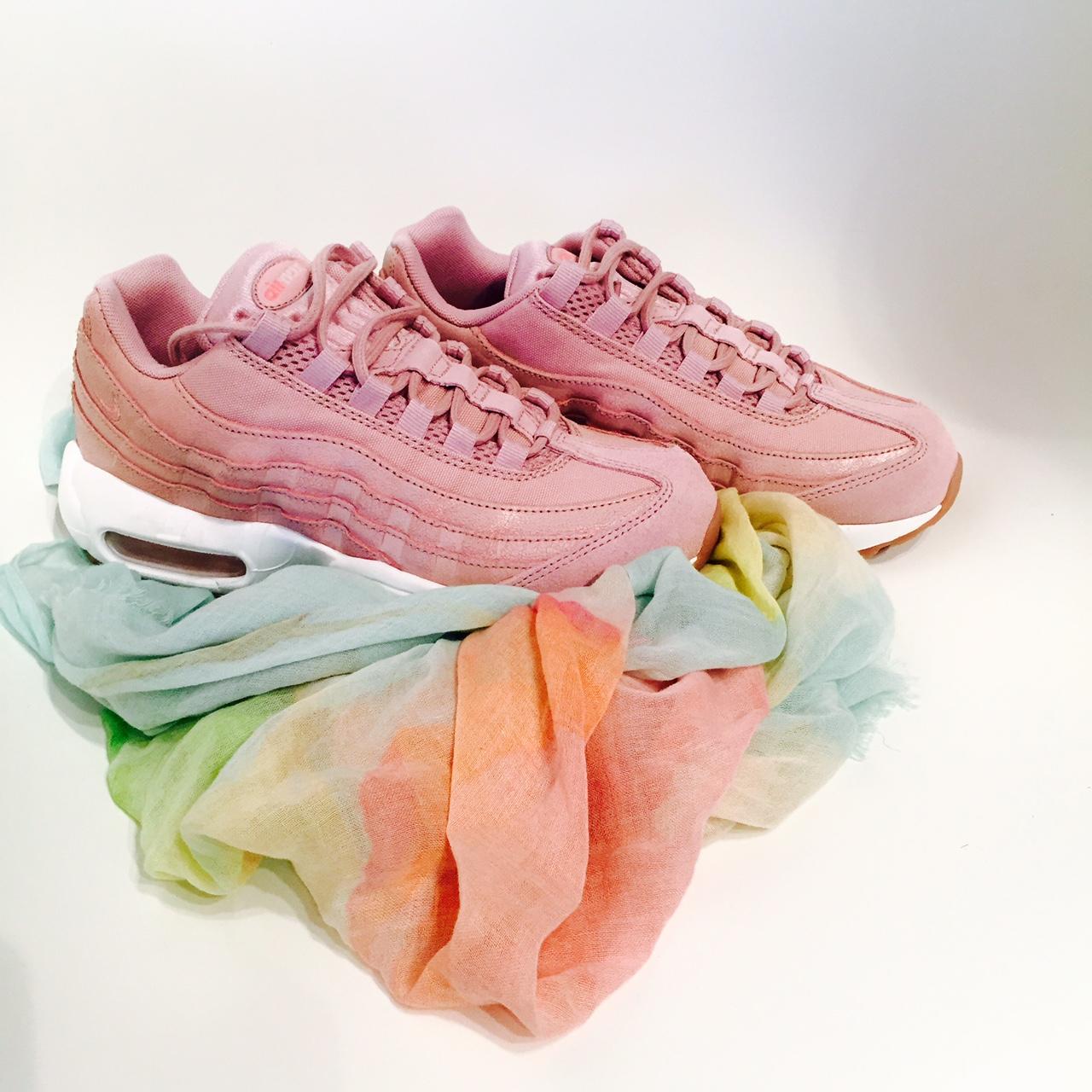 sneakerscarf